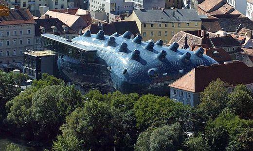 Vom Dach des Grazer Kunsthauses tönt die Klangskulptur von Bill Fontana