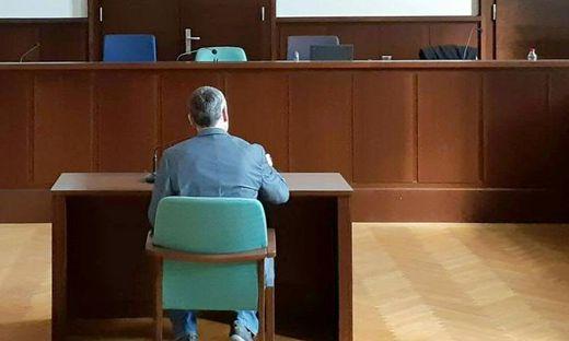 Mit Messer auf Ehefrau eingestochen: 50-Jähriger vor Gericht