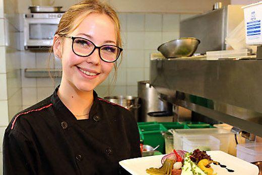 Hanna Teyrowsky (18) ist Lehrköchin im zweiten Jahr und bereitet am liebsten Beef Tartar zu