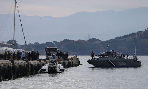 Mindestens zwölf Migranten sind außerdem bei einem Schiffbruch vor der griechischen Insel Paxi ums Leben gekommen