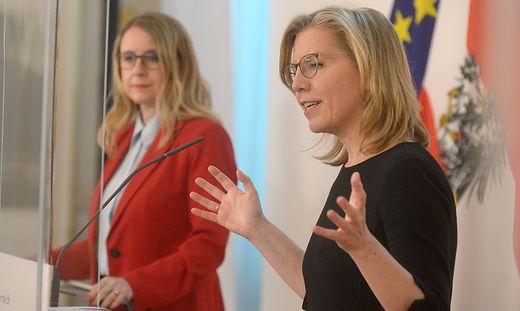 Wirtschaftsministerin Margarete Schramböck (ÖVP), Klimaschutzministerin Leonore Gewessler (Grüne)