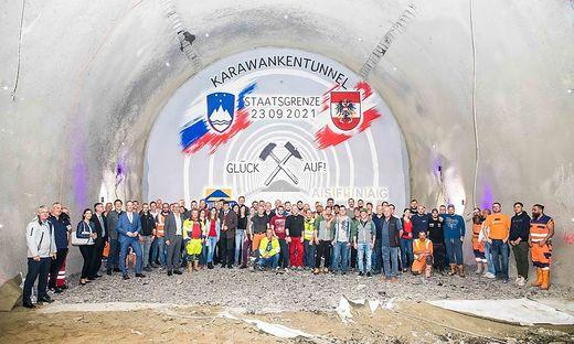 Der Tunnelausbruch ist gelungen, der Innenausbau auf der österreichischen Seite des  Karawankentunnels läuft