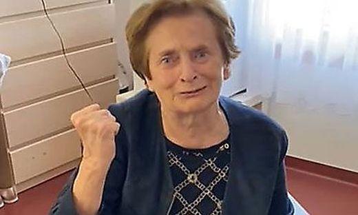 Hedwig Melcher ist die Erste, die in einem Kärntner Pflegeheim gegen Corona geimpft wird