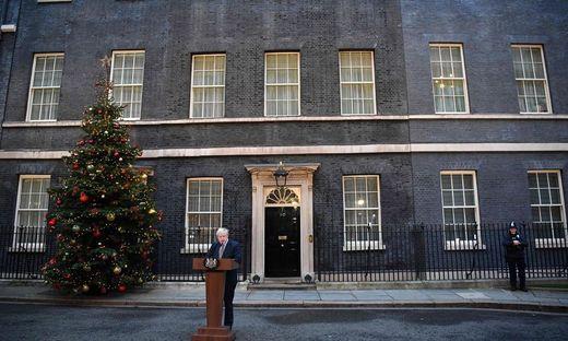 Auf dem Gipfel der Macht: Boris Johnson vor seinem Amtssitz in der Downing Street in London