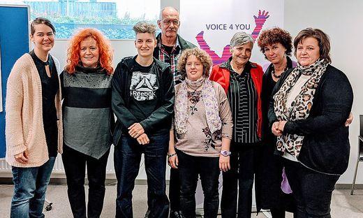 """Verein """"Voice 4 You"""": Jelena Lukic, Behindertenanwältin Isabella Scheiflinger, Isabella Unterkofler, Gerold Bedronka, Katja Schöffmann, Anneliese Guggenberger, Obfrau Karin Scherling, und Birgit Fercher (von links)"""