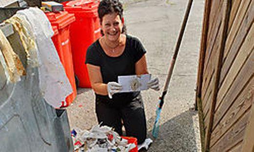 Regina Trunk hat das Kuvert gefunden