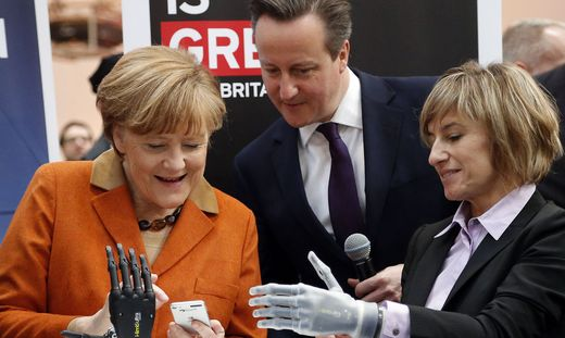 2016 besuchte auch Angela Merkel (hier mit David Cameron) die Cebit
