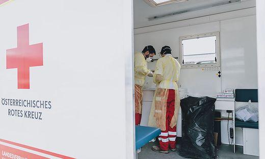 Immer mehr Patienten verschweigen dem Roten Kreuz eine Coronavirus-Erkrankung oder Symptome