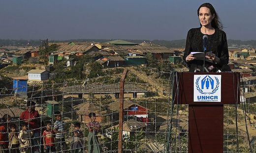 TOPSHOT-BANGLADESH-MYANMAR-REFUGEE-UNHCR-JOLIE