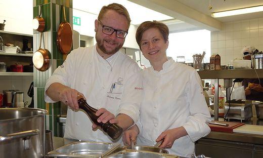 Andreas und Astrid Krainer haben mit ihren Mitarbeitern die drei Hauben gebührend gefeiert