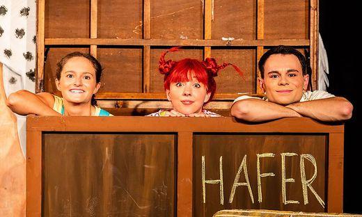 Valerie Anna Gruber (Annika), Anna Knott (Pippi) und Stefan Ofner (Thomas) sorgen für viele Lacher