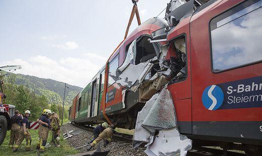 Der Frontalzusammenstoß zweier Lokalzüge bei Übelbach forderte zwei Todesopfer