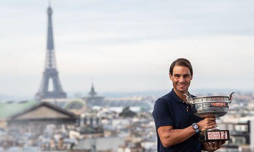 """Die zwei """"Wahrzeichen"""" von Paris: Der Eiffelturm und Rafael Nadal"""