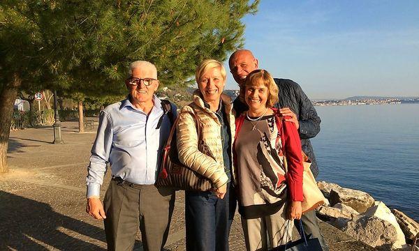 Hermann Rohrer, die Triestiner Freunde Morena und Fulvio Delzev sowie Erika Rohrer / Bild: KK/PRIVAT