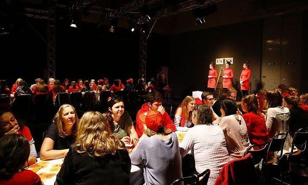 Kritik: Theaterfabrik Weiz: Unfreiwillige Partnervermittlung