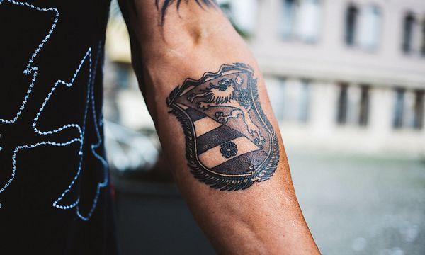Tattoo dem arm unterm opa mit der zillertaler Die Lustigen