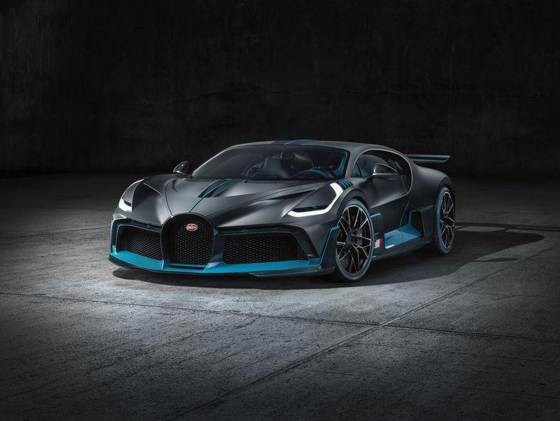 6ae704872245 Acht Sekunden schneller auf dem Handling-Kurs auf der Rennstrecke im  italienischen Nardò  Das triff im Kern, was den neuen Bugatti Divo von  seinem ...