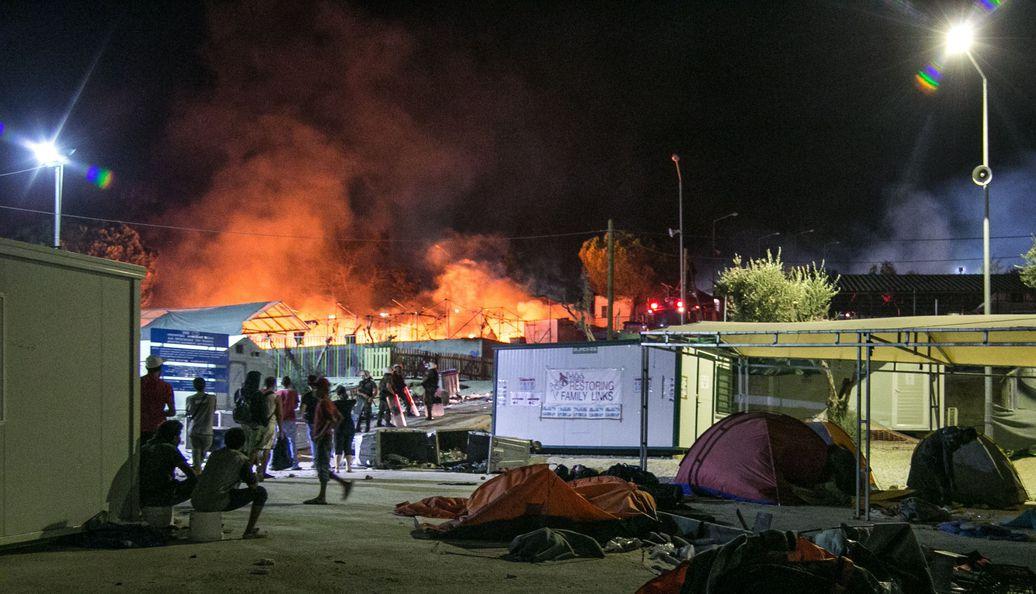 "Mehrere Festnahmen: Brand in Flüchtlingslager: ""Moria gleicht ..."
