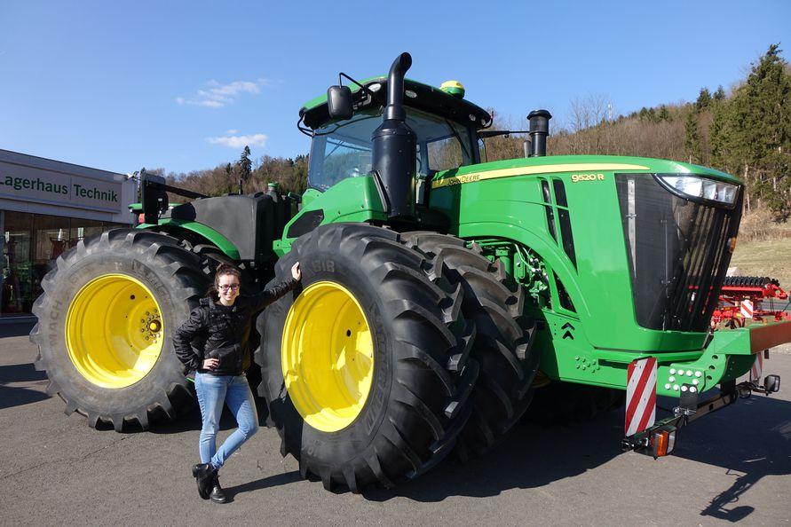 was f r ein ger t dieser riese ist ein traktor. Black Bedroom Furniture Sets. Home Design Ideas