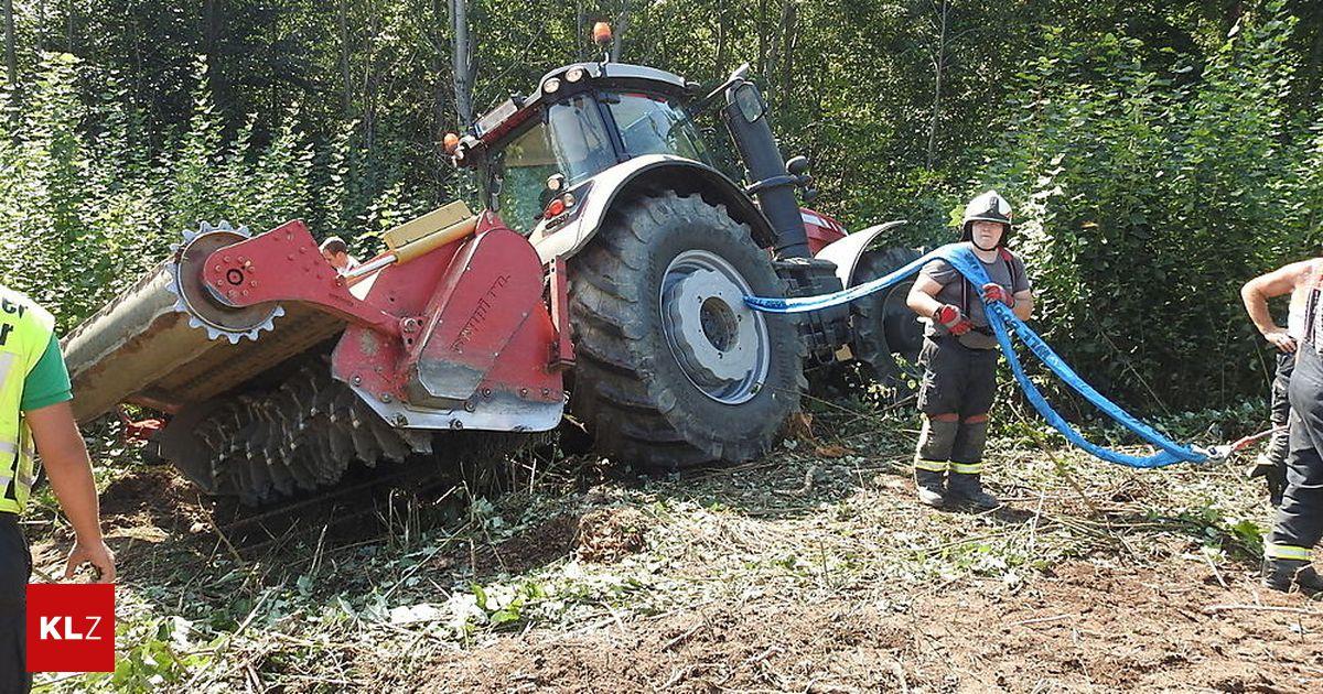 fahrzeugbergung traktor rutschte beim umdrehen eine b schung hinab. Black Bedroom Furniture Sets. Home Design Ideas