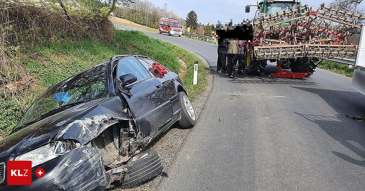 Nach-Kollision-mit-Traktor-landete-Pkw-in-Graben
